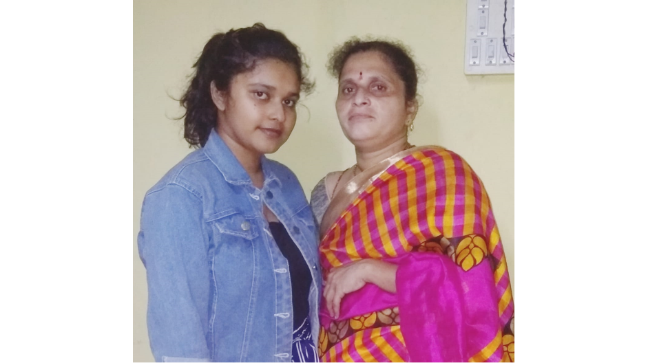 A photo of graduate Gaurish Sanjay Rajguru with her mother